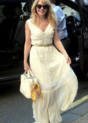 Kylie Minogue - Arrives at the BBC Studios in London