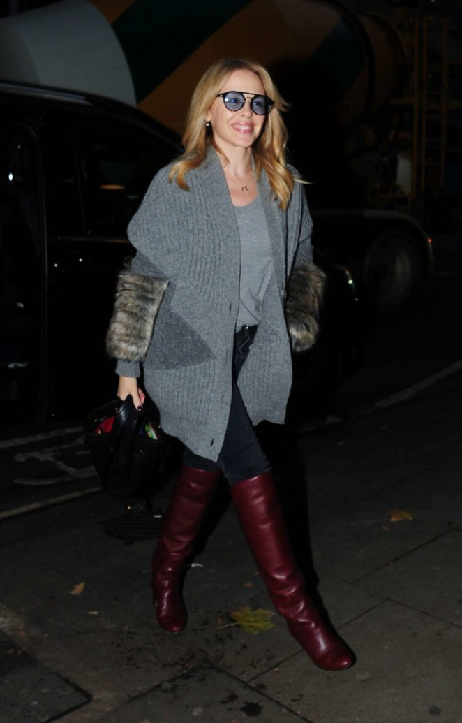 Kylie Minogue - Arriving at a Hotel in London
