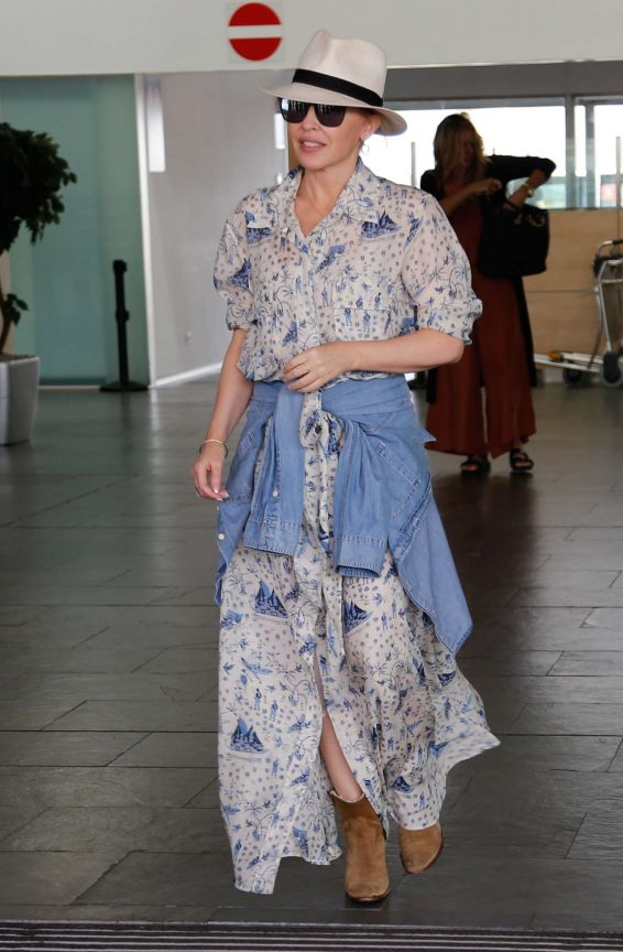 Kylie Minogue - Arriving in Barcelona