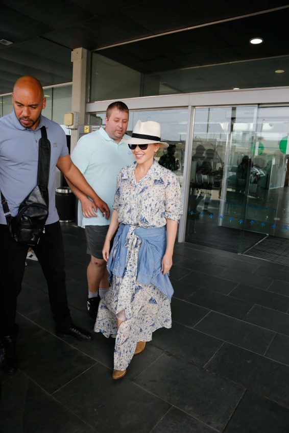 Kylie Minogue – Arriving in Barcelona-05