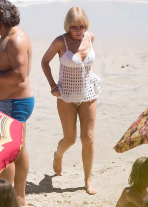Kylie Minogue - Filming scenes on a beach on the Gold Coast