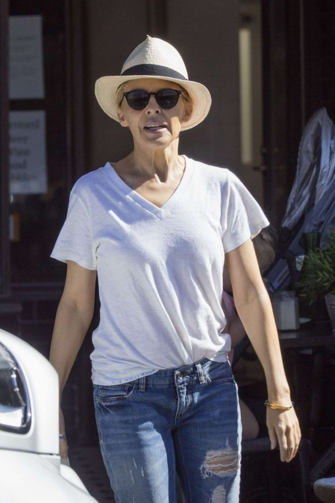 Kylie Minogue in Jeans Out for Breakfast in Melbourne