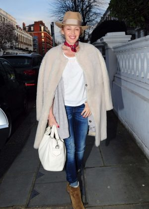 Kylie Minogue - Leaves her house in London