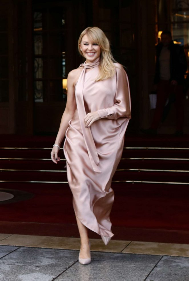 Kylie Minogue – Leaving the Ritz Hotel in Paris