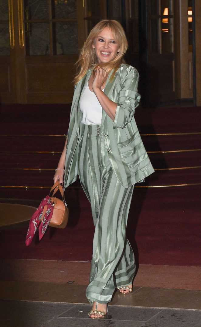 Kylie Minogue out in Paris