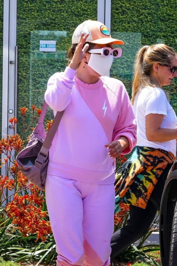 Lady Gaga - In pink spotted out for lunch in Malibu