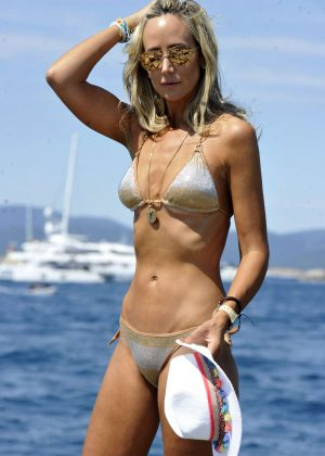 Lady Victoria Harvey in Bikini on the beach in Saint Tropez