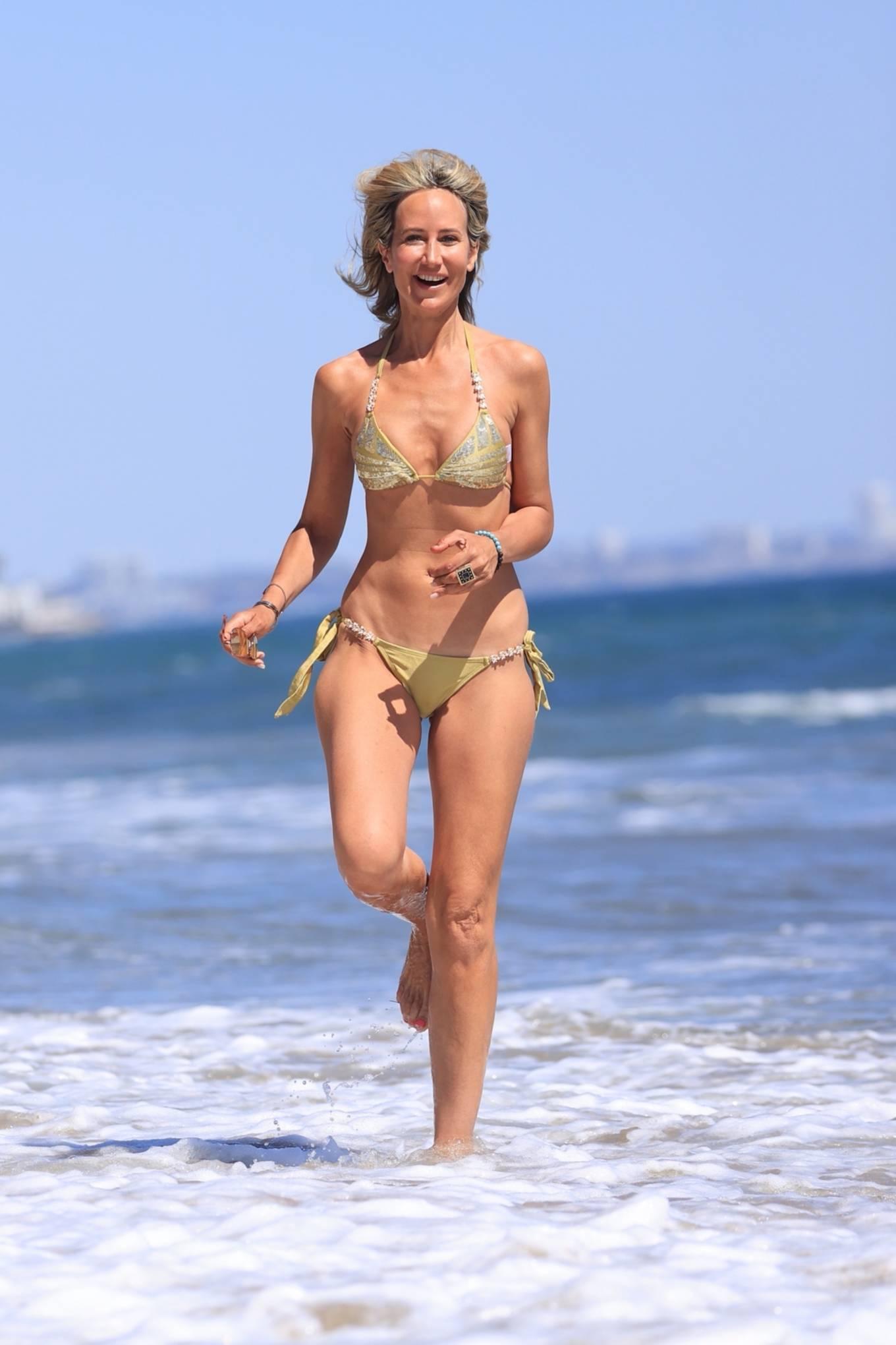Lady Victoria Hervey 2021 : Lady Victoria Hervey – Bikini candids in Malibu-04