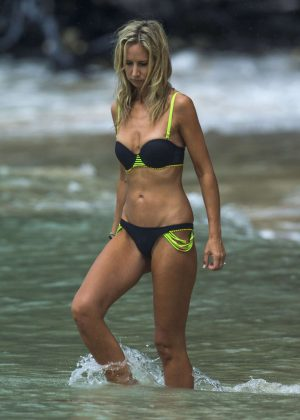 Lady Victoria Hervey in Black Bikini on the beach in Barbados Pic 8 of 35