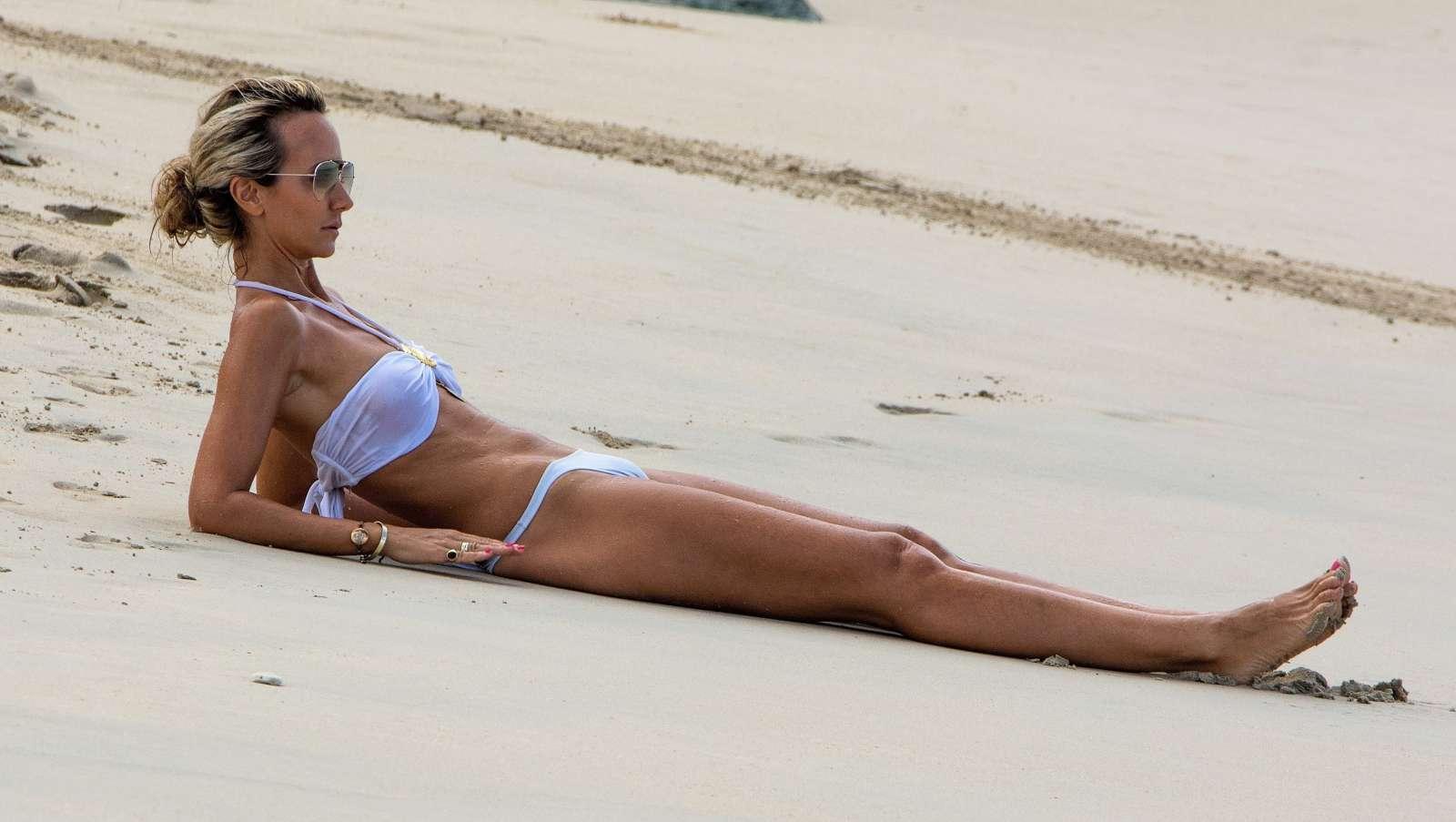 victoria-hawkins-bikini-pictures-kissing-my-boob