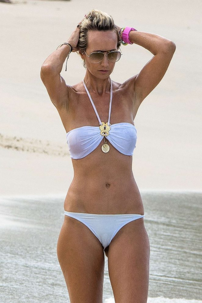 Lady Victoria Hervey in Bikini Boat Party in Barbados Pic 13 of 35