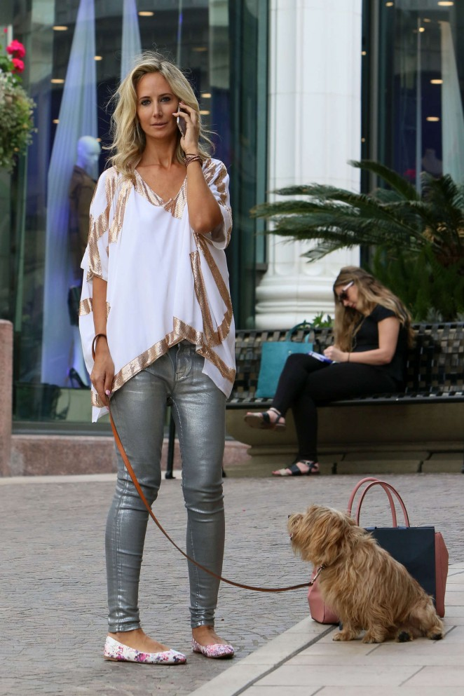 Lady Victoria Hervey - Shopping on Rodeo Drive in Los Angeles
