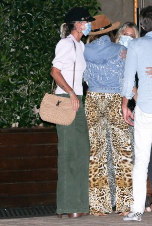 Laeticia Hallyday - Night out with a group of friends in Malibu