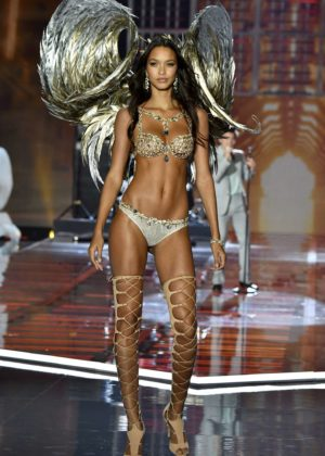 Lais Ribeiro - 2017 Victoria's Secret Fashion Show Runway in Shanghai