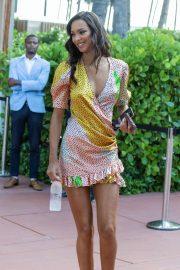 Lais Ribeiro - Leaving Her Miami Beach Hotel