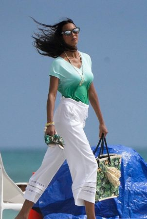 Lais Ribeiro - Photoshoot candids on Miami beach