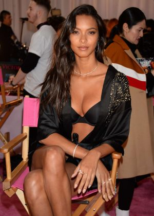 Lais Ribeiro - Victoria's Secret Fashion Show 2018 Backstage in NY