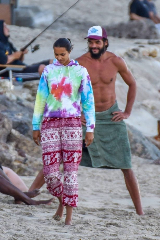 Lais Ribeiro with her fiance on the beach in Malibu