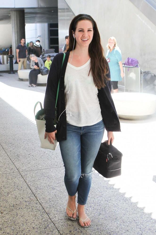 Lana Del Rey - Arrives at Los Angeles International Airport