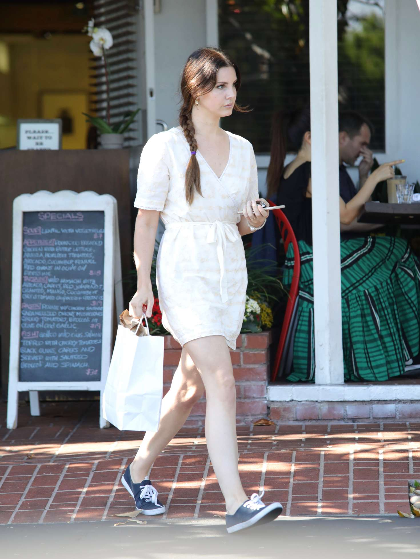 Watch Lana del rey at mauro cafe in los angeles video