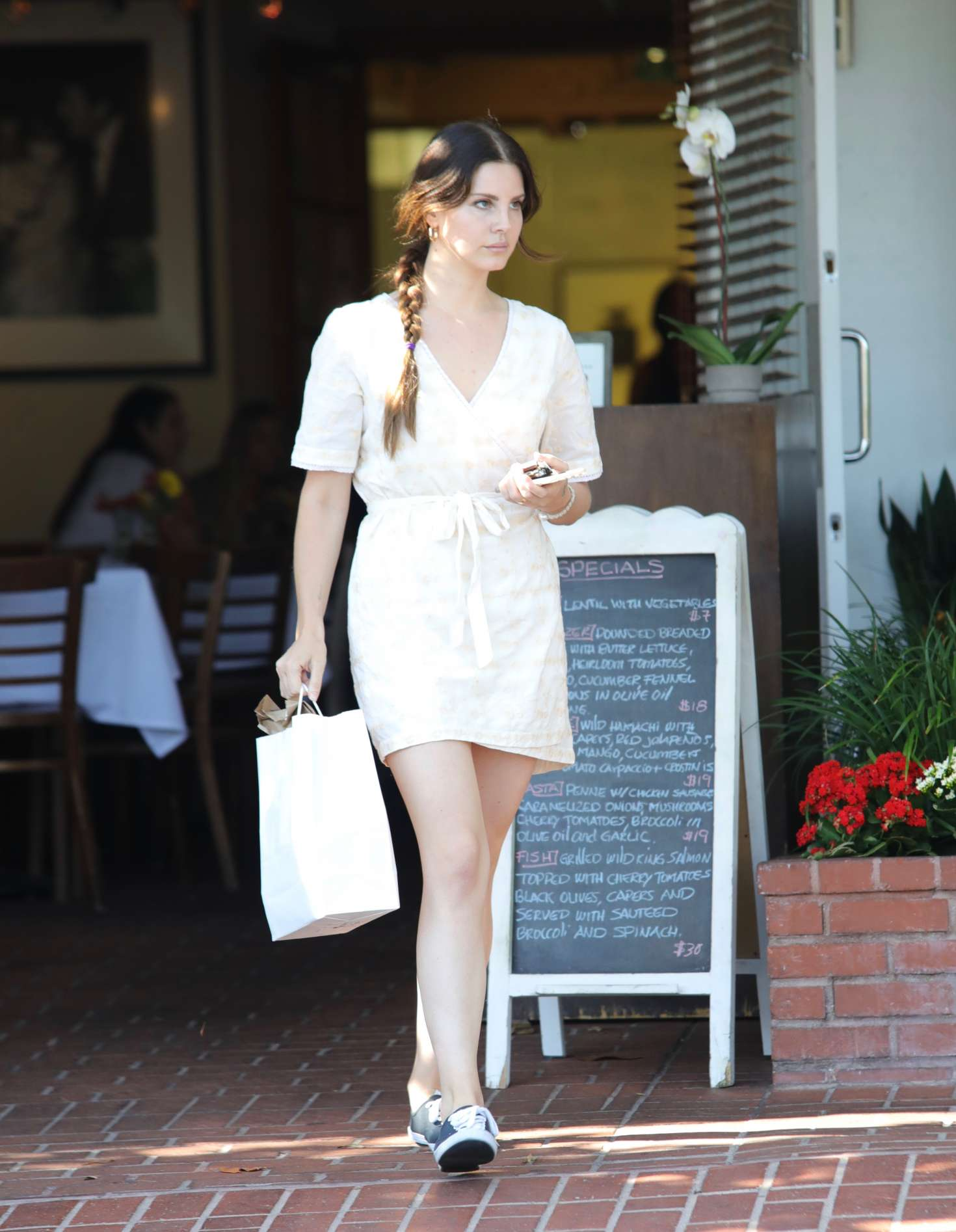Lana del rey at mauro cafe in los angeles - 2019 year