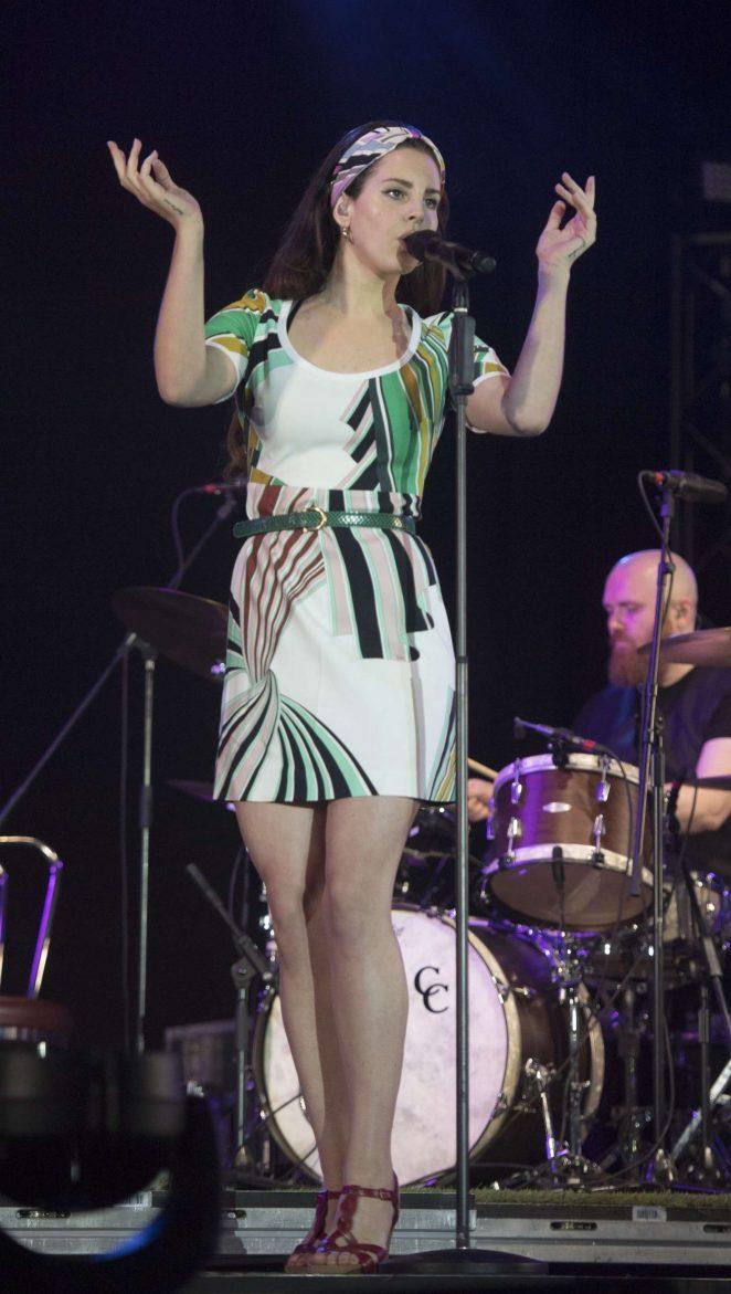 Lana Del Rey 2017 : Lana Del Rey: Performs at Radio 1s Big Weekend -02