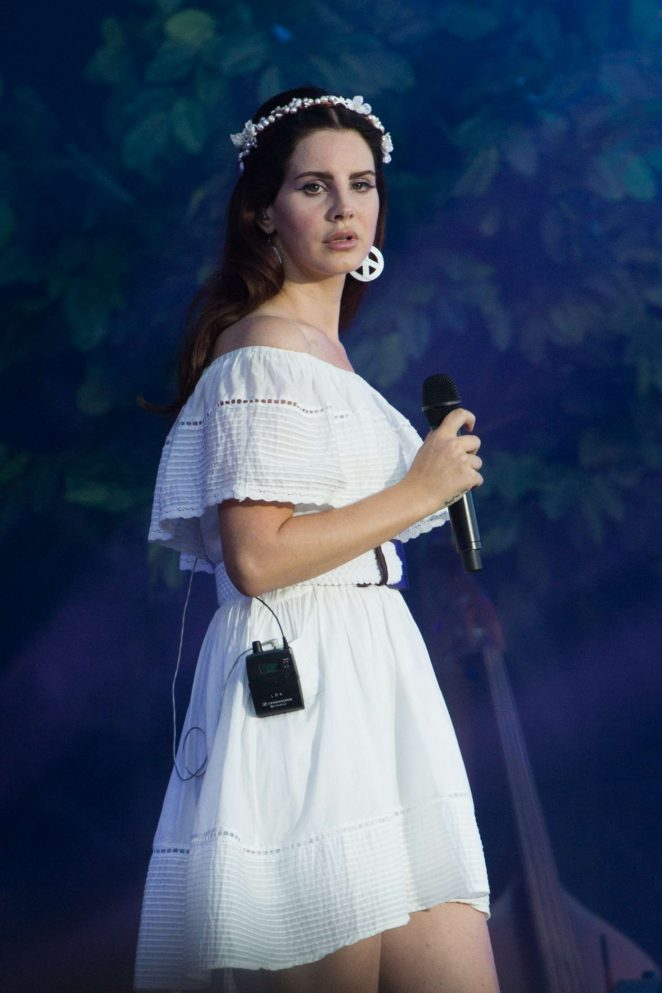 Lana Del Rey - Performs Live Les Vieilles Charrues Music Festival in France