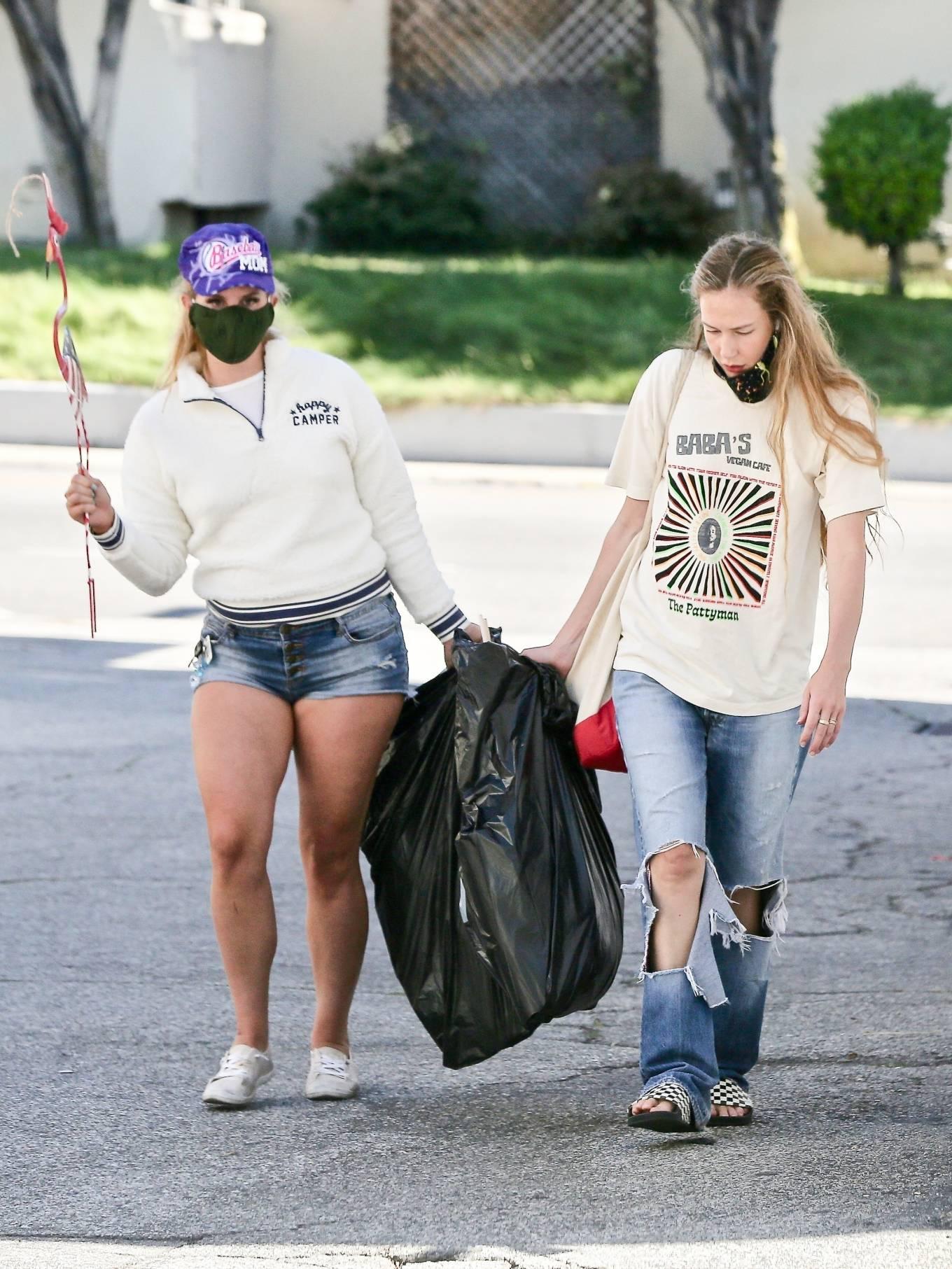 Lana Del Rey - Shopping candids in Los Angeles-06 | GotCeleb