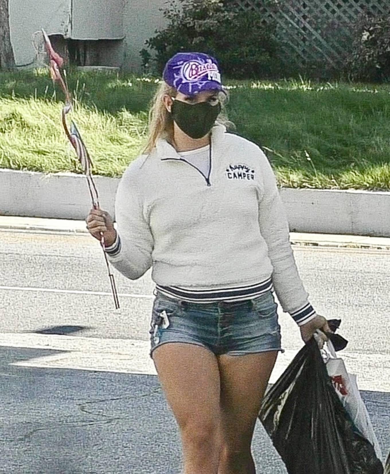 Lana Del Rey - Shopping candids in Los Angeles-16 | GotCeleb