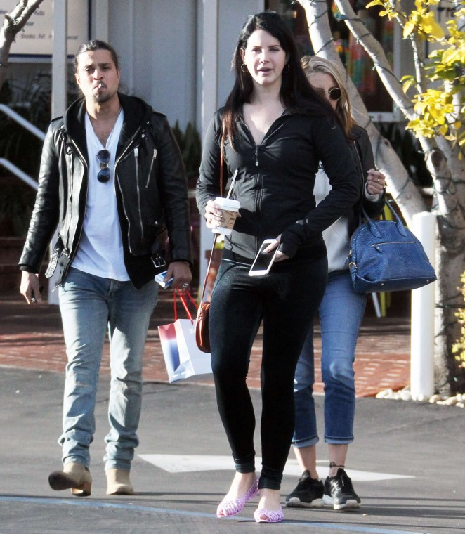 Lana Del Rey - Shopping with friends at Fred Segal in West Hollywood