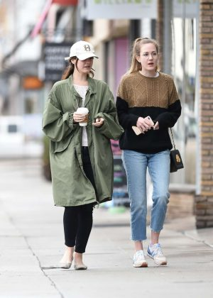 Lana Del Rey - Shopping With Her Friends in Los Angeles