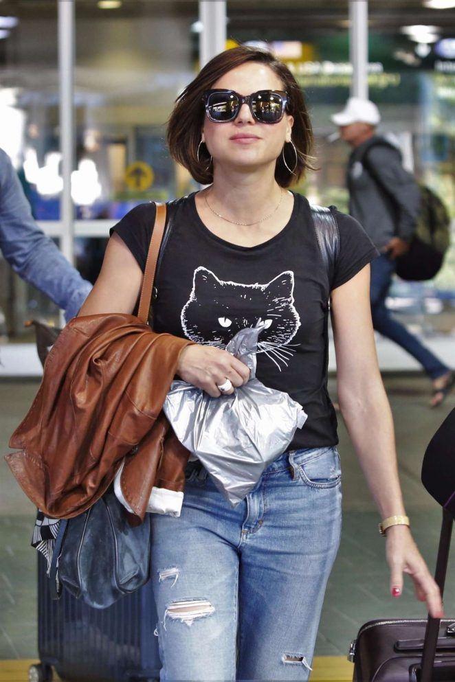 Lana Parrilla in Jeans Arrives back in Vancouver