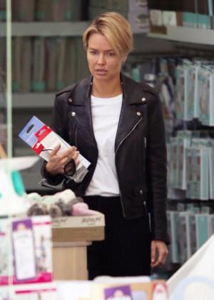 Lara Bingle - Shopping in Sydney