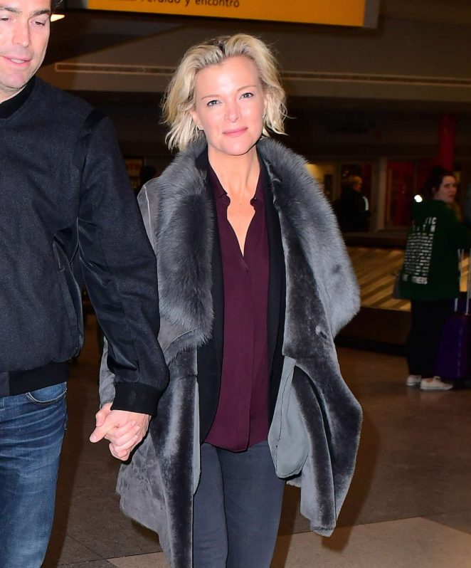 Lara Spencer in jeans arriving in NYC