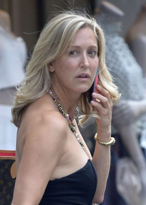 Lara Spencer without make-up out in New York City