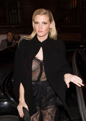 Lara Stone - Arriving at the Grand Colbert Restaurant in Paris