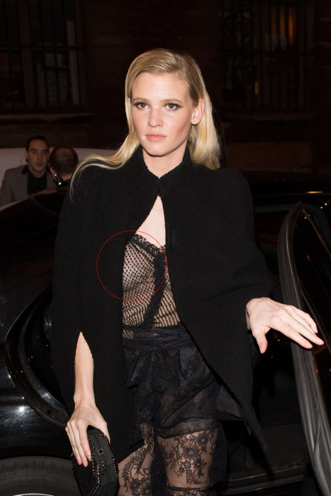 Lara Stone – Arriving at the Grand Colbert Restaurant in Paris