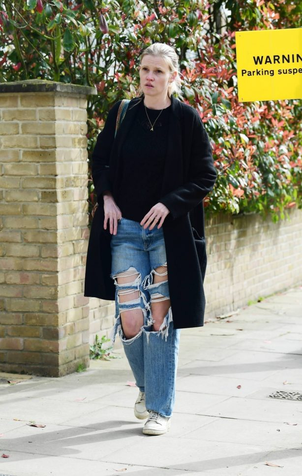 Lara Stone - Dons ripped jeans while out in London