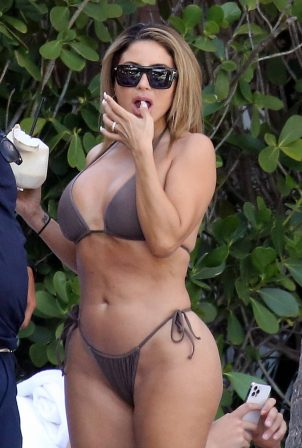 Larsa Pippen - In a bikini with a mystery man by the pool in Miami