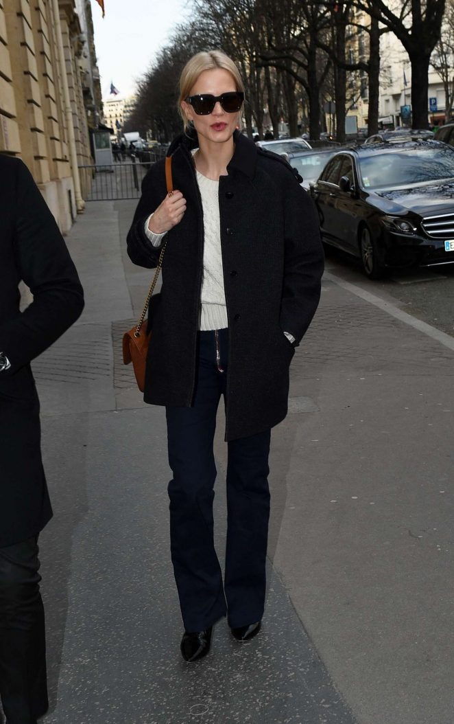 Laura Bailey - Arrives at the Ritz Hotel in Paris