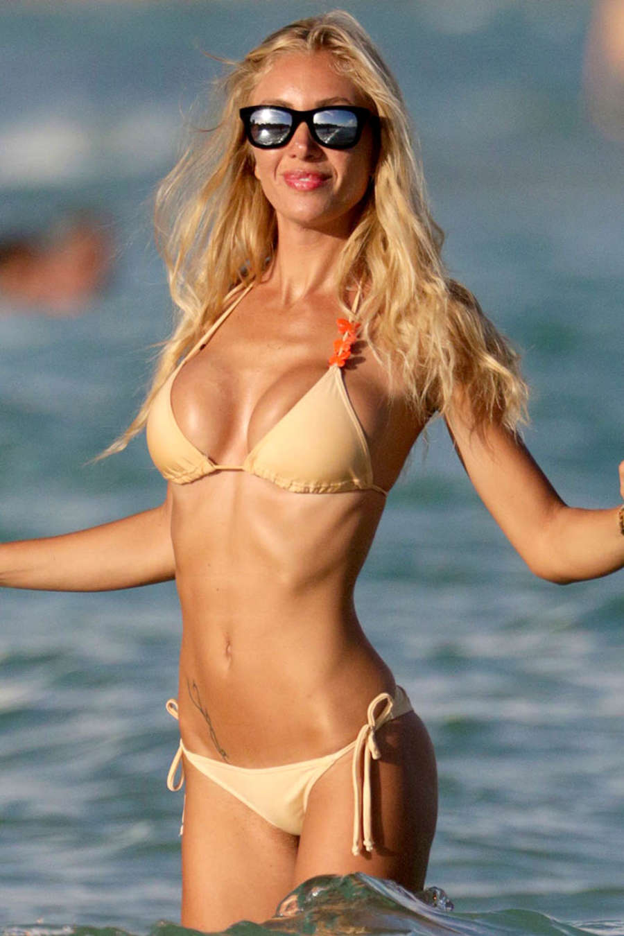laura cremaschi in bikini -03
