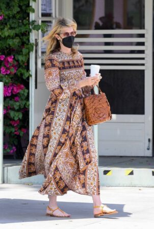 Laura Dern - Out to lunch at The Ivy in Santa Monica