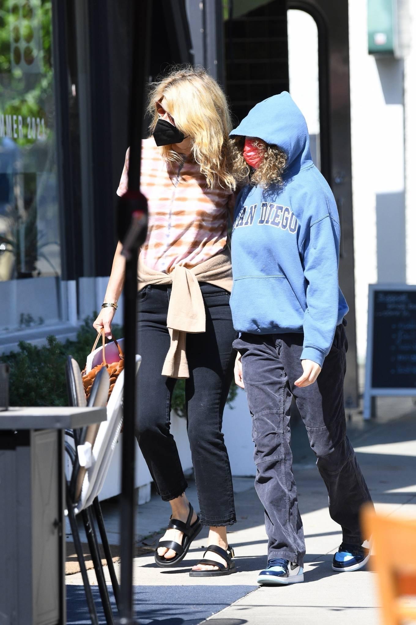Laura Dern 2021 : Laura Dern – Running errands with daughter Jaya Harper in Brentwood-07