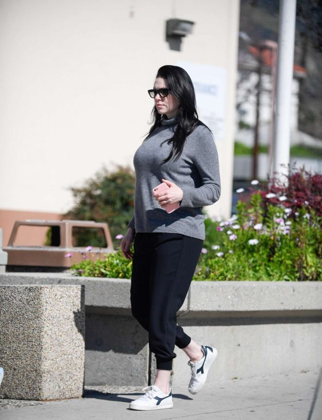 Laura Prepon – Stops by the DMV in Glendale