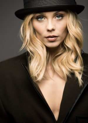 Laura Vandervoort - Pulse Spikes Magazine (October 2017)