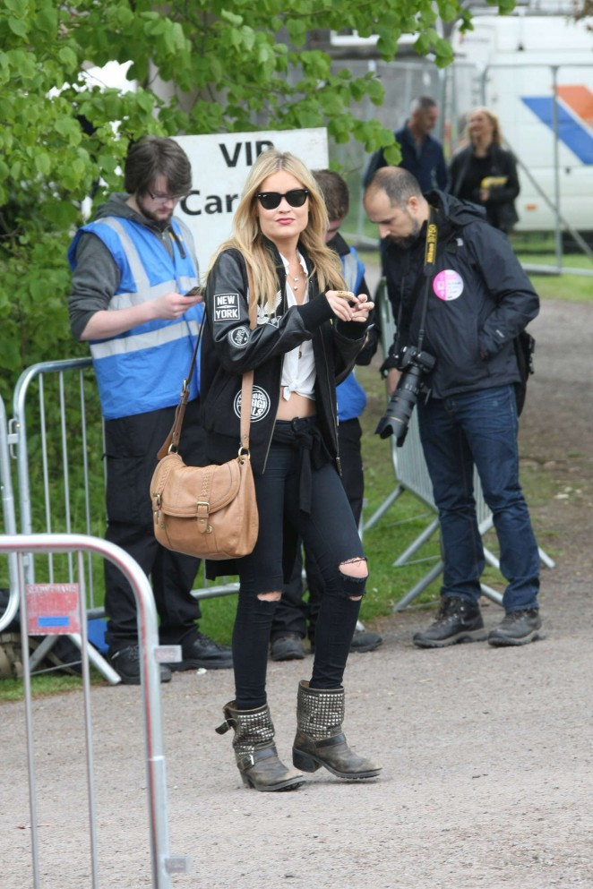 Laura Whitmore: Slane Castle Festival 2015 -18