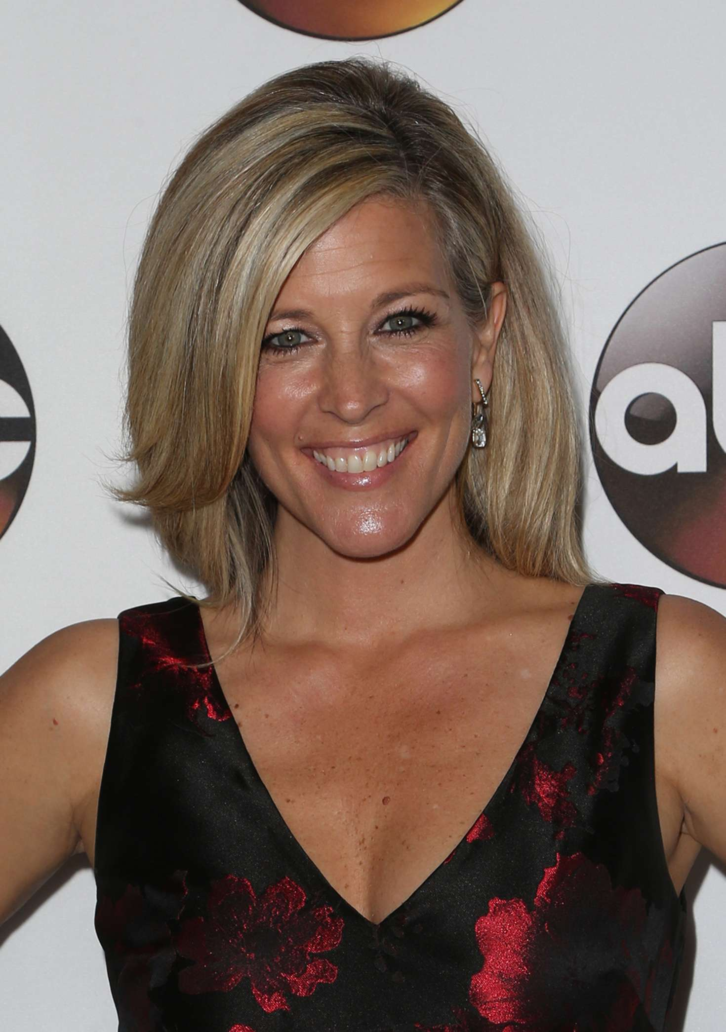 to get laura wright s healthy hair laura wright disney abc