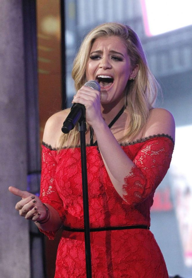 Lauren Alania - Performs on 'Good Morning America' in NYC