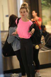 Lauren Bushnell - Arrives at LAX International Airport in LA
