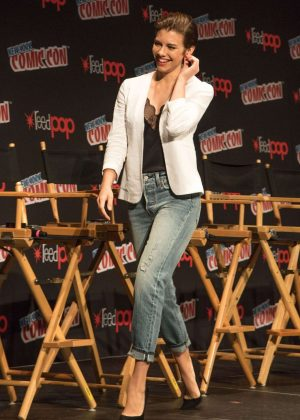 Lauren Cohan - 'The Walking Dead' Panel at 2016 New York Comic-Con